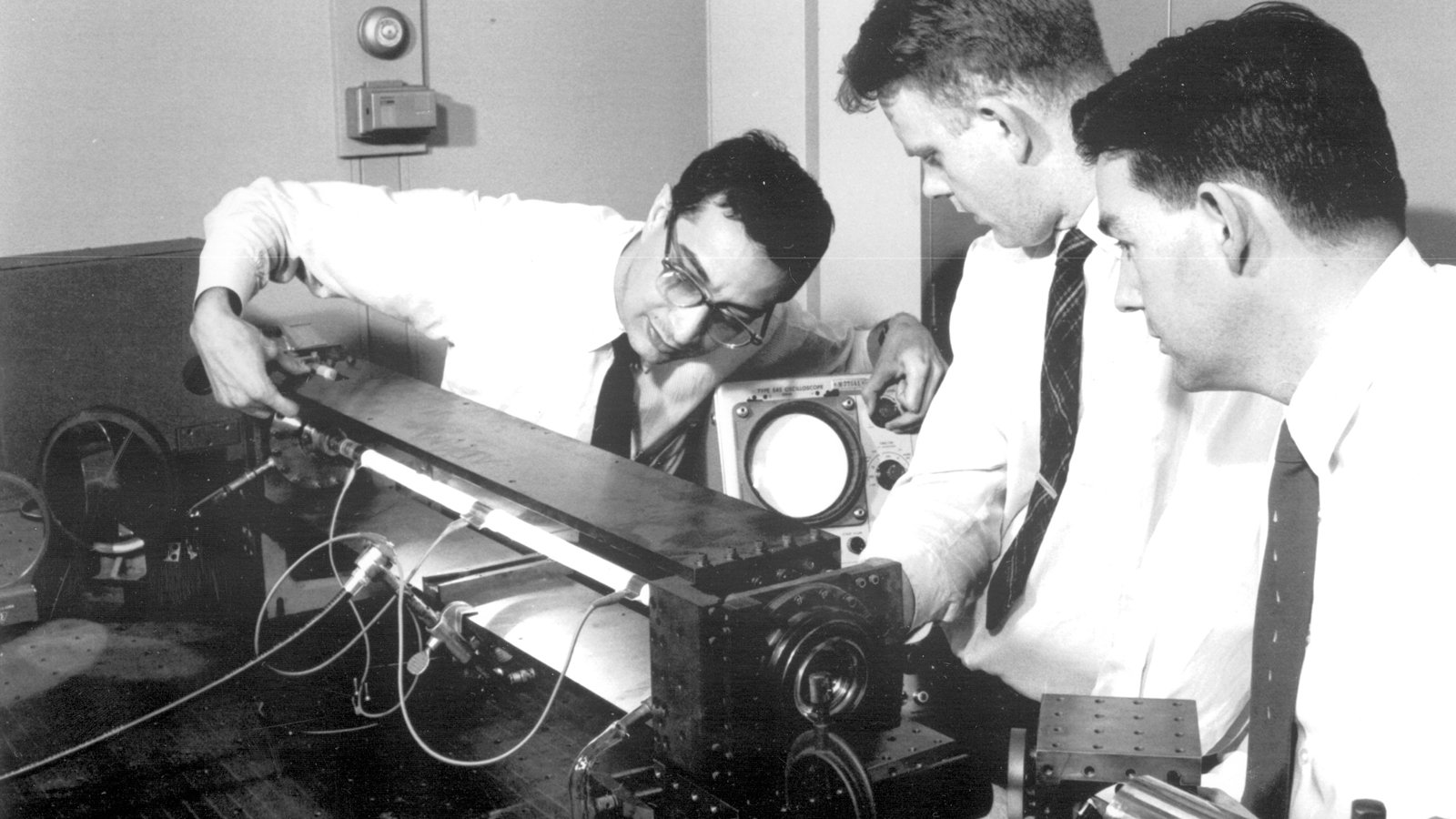 sejarah teknologi laser